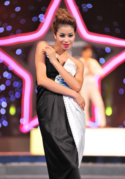 Phạm Thị Hương đoạt danh hiệu Thần tượng Thời trang 2011.