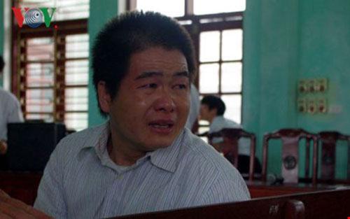 Tại phiên tòa vào tháng 8.2015, Tàng Keangnam đã bật khóc khi nhìn thấy người thân.