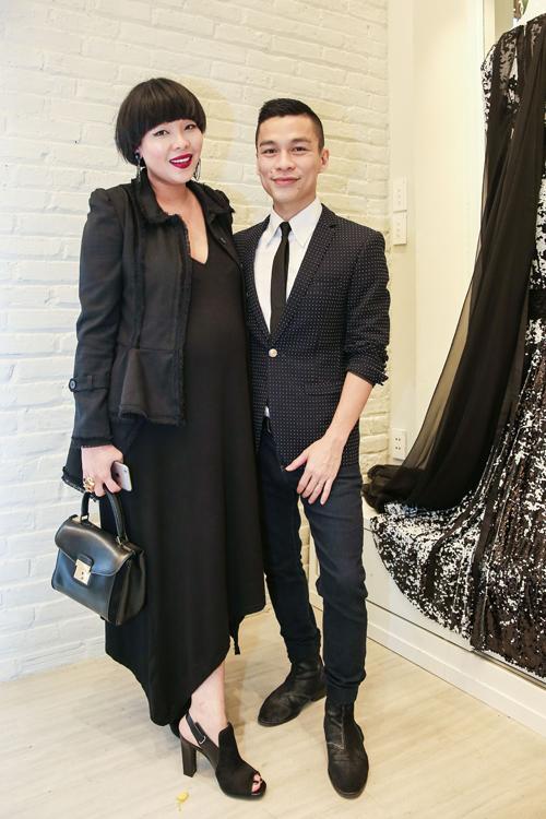 Nhà thiết kế Devon Trần vác bụng bầu đến chia vui với đồng nghiệp.