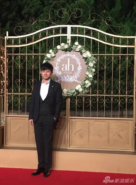 Ca sĩ Trương Kiệt cũng có mặt trong tiệc cưới.