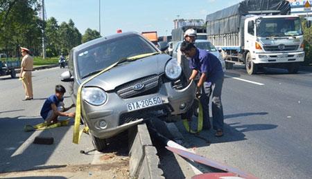 Hiện trường vụ tai nạn khiến nhiều người hoảng vía