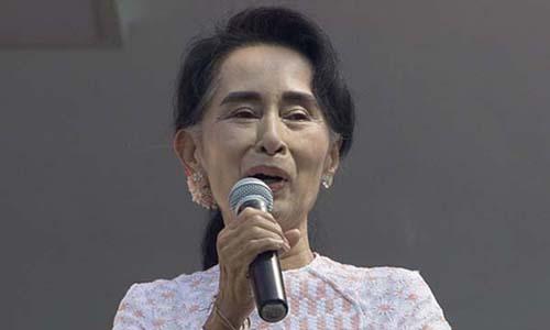 Bà Aung San Suu Kyi, lãnh đạo đảng đối lập Liên minh Quốc gia vì dân chủ (NLD) trong một bài phát biểu hôm 9/11. Ảnh: AP