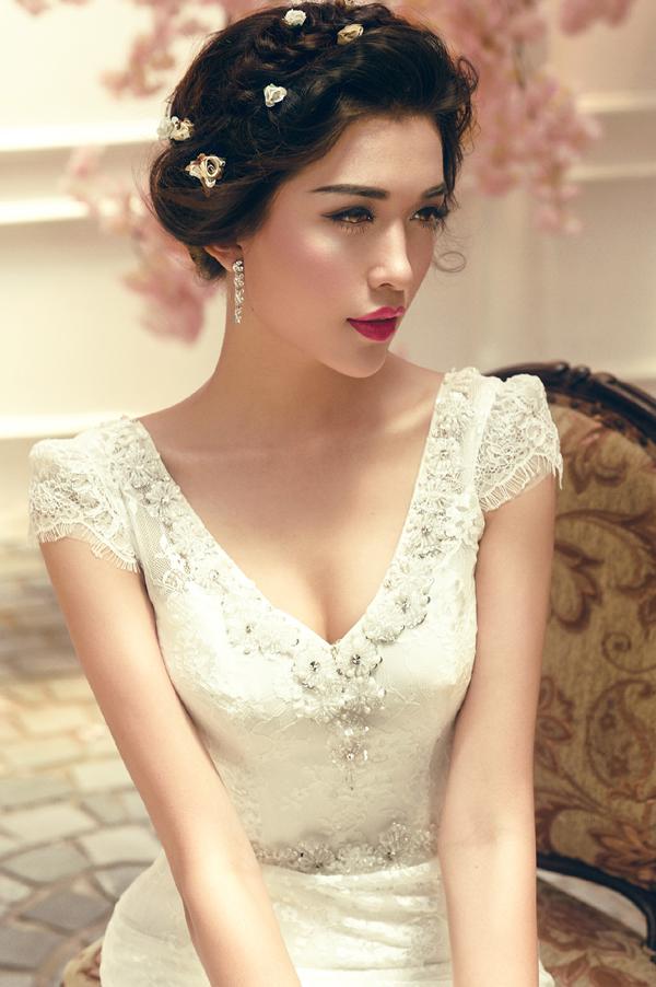 Trở về từ cuộc thi Hoa hậu Hoàn vũ Việt Nam 2015 với danh hiệu Á hậu 2, Lệ Hằngđang trở thành một cái tên được truyền thông quan tâm sau cuộc thi.