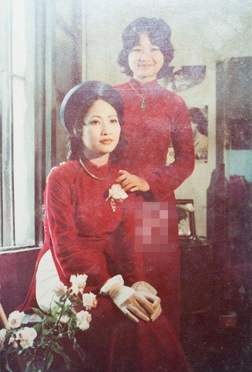 NSND Như Quỳnh chụp ảnh lưu niệm bên chị gái