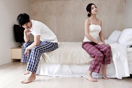 """Trong những ngày """"đèn đỏ"""" của vợ, đôi khi người chồng chẳng làm gì những cũng khiến cô ấy… điên lên. (ảnh minh họa)"""