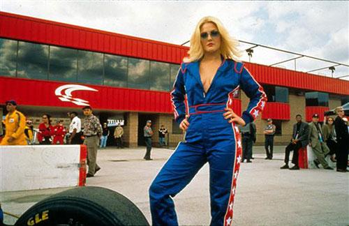 Drew Barrymore vào vai thiên thần bốc lửa Dylan Sanders trong phim.