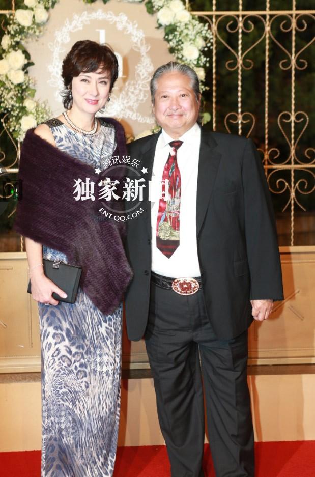 Vợ chồng ngôi sao võ thuật Hồng Kim Bảo.