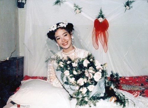 Cô dâu Chiều Xuân xinh đẹp và rạng ngời trong ngày cưới