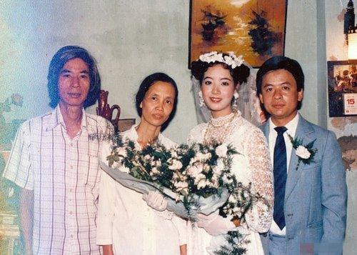 Ở thập niên những năm 80, ảnh màu khá đắt nên trong album ảnh cưới của nghệ sĩ Chiều Xuân chỉ có một số tấm đặc biệt mới được in màu
