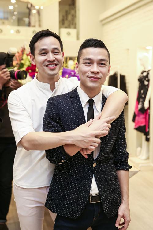 Sơn Đoàn, người bạn đờicủa giám khảo Next Top Model luôn ở bên anh trong mọi hoạt động.