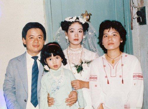 Loạt ảnh cưới 20 năm tuổi của nữ diễn viên gạo cội được nhiều khán giả thích thú vì sự giản dị và mộc mạc