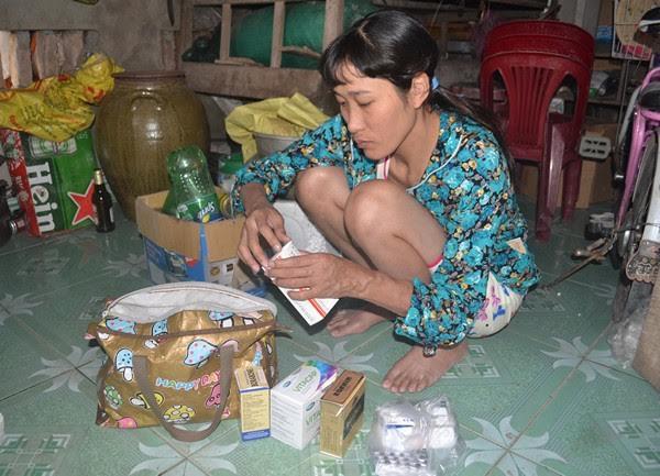 Để duy trì sự sống, mỗi tháng cô Oanh phải mất 10 triệu để mua thuốc và thuốc điều trị