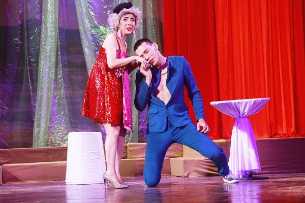 Nghệ sĩ Thu Trang diễn cùng diễn viên Thuận Nguyễn