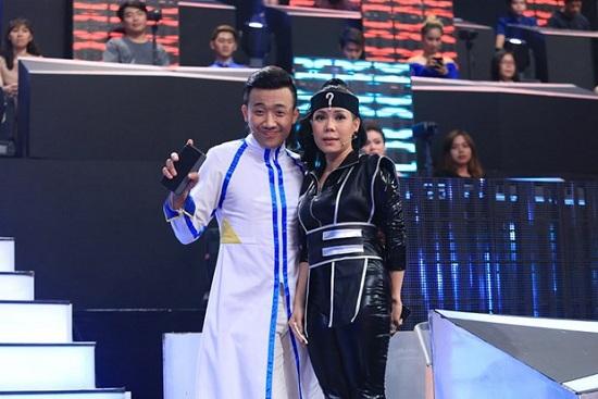 Ngay từ phần mở màn, cặp đôi Trấn Thành – Việt Hương đã xảy ra tranh cãi nảy lửa.