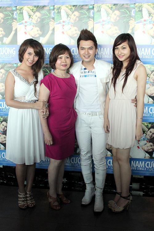 Ca sĩ Nam Cường được sự ủng hộ rất lớn từ gia đình, đặc biệt là từ mẹ
