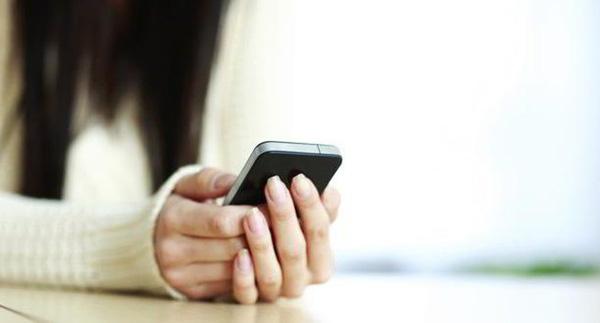Smartphone là sản phẩm khoa học công nghệ không thể thiếu trong thời đại thông tin ngày nay. (Ảnh minh họa: Internet)