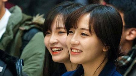 Hai chị em Mỹ Huyền và Huyền Trang được cộng đồng mạng biết đến nhờ sở hữu ngoại hình xinh xắn, 5 năm luyện võ lên cấp hồng đai.