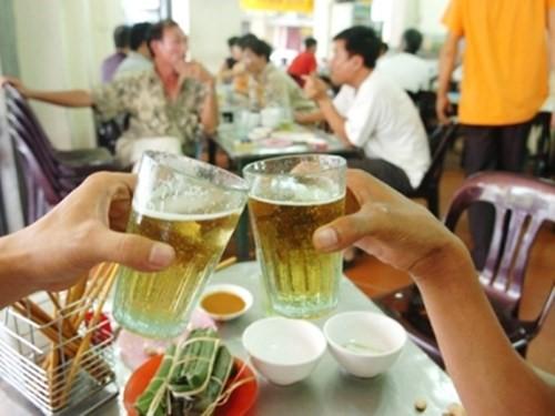 Người Việt tiêu thụ 3,4 tỷ lít bia trong năm 2015