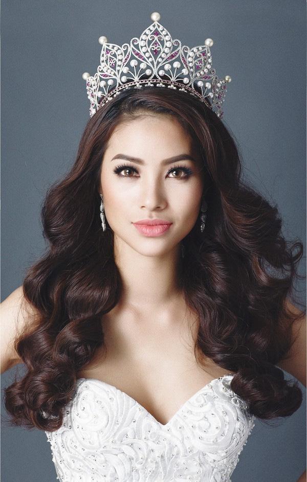 Phạm Hương bị ném đá dữ dội và gần như đánh mất hình ảnh Hoa hậu Quốc dân trong lòng công chúng từ ngày tham gia The Face.