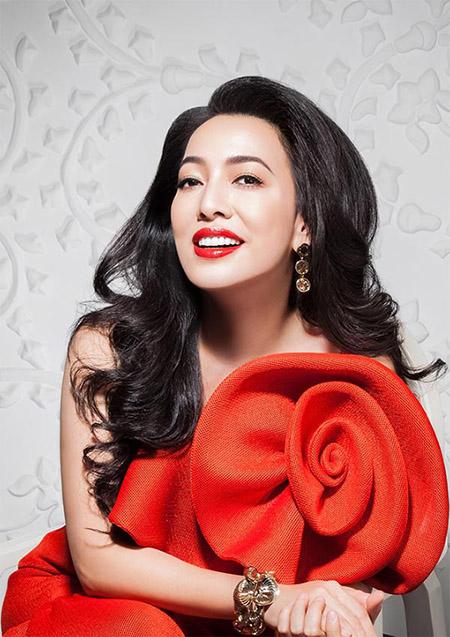 Yếu tố ngoại hình và tài năng giúp cho Đường Thu Hương giữ vững danh hiệu kiều nữ doanh nhân.