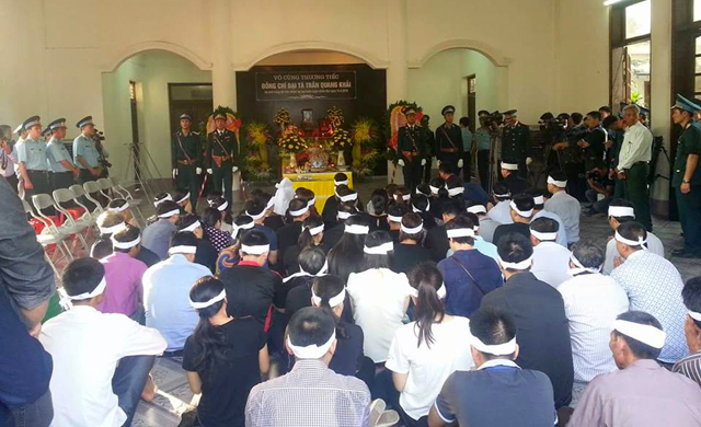 Nhà tang lễ rộng hơn 100 m2 chật ních người