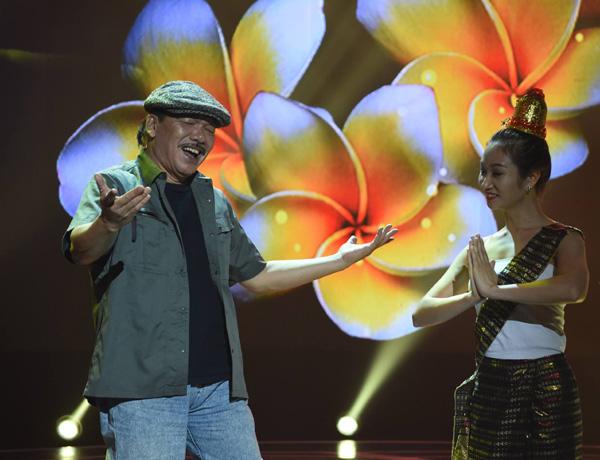 70 tuổi, nhạc sĩ Trần Tiến vẫn giữ được chất giọng trầm ấm.