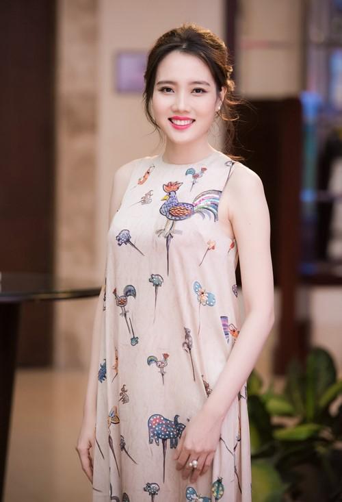 Bà xã Ngô Quang Hải bị nghi có bầu từ cuối tháng 5, khi cô tham gia họp báo Hoa hậu Việt Nam 2016. Ảnh: Chí Linh