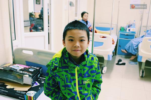 Bà Yến cho biết, bé Minh đã rất hạnh phúc khi gặp được thần tượng.