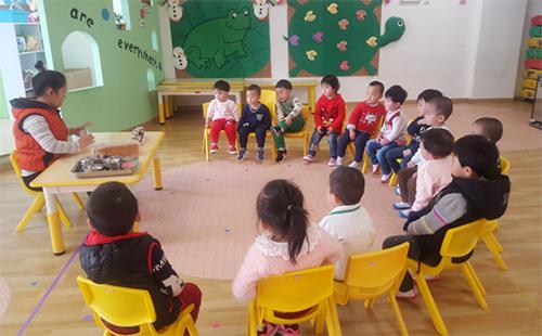 Mai trong một tiết dạy tại Trung Quốc Ảnh: NVCC
