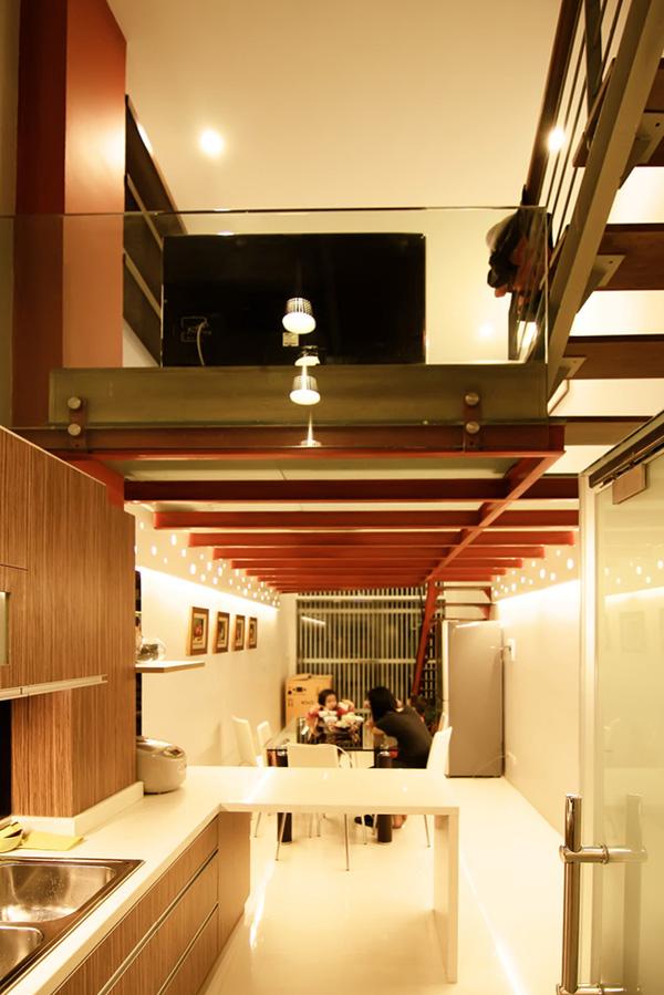 Không gian tầng một nhìn từ bếp.