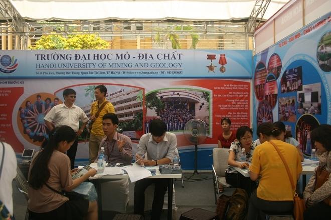Các trường ĐH  tư vấn về cách thức xét tuyển ĐH, CĐ năm 2016 cho thí sinh Hà Nội.