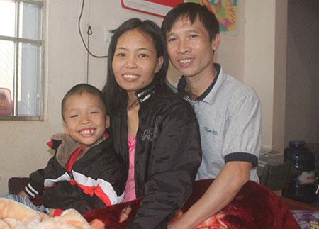 Vợ chồng Chín, Phương và con trai Bảo Phúc trước khi nhập viện điều trị tràn dịch phổi