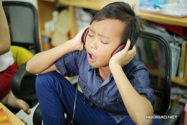Cậu bé nghèo muốn tập trung vào học văn hóa sau khi kết thúc cuộc thi Idol Kids, chứ không chạy show đi hát và kiếm tiền.