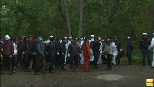 Hàng trăm người đã tham gia công cuộc tìm kiếm cậu bé.