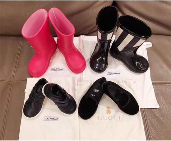 Quần áo, váy vóc của hai nhóc tỳ luôn được Elly Trần lựa chọn kĩ lưỡng từ những thương hiệu danh tiếng dành cho trẻ em.