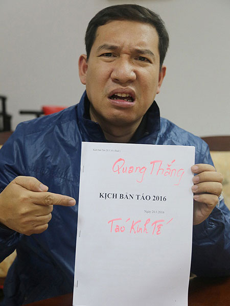 Quang Thắng đau đầu với tập kịch bản dày cộm. Ảnh: VTV.