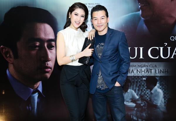 Cô thân mật chụp ảnh cùng diễn viên Trần Bảo Sơn.