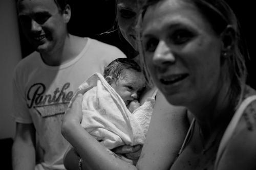 Chị Amy cũng vô cùng hạnh phúc khi giúp gia đình khác được trải nghiệm niềm vui có con trẻ.