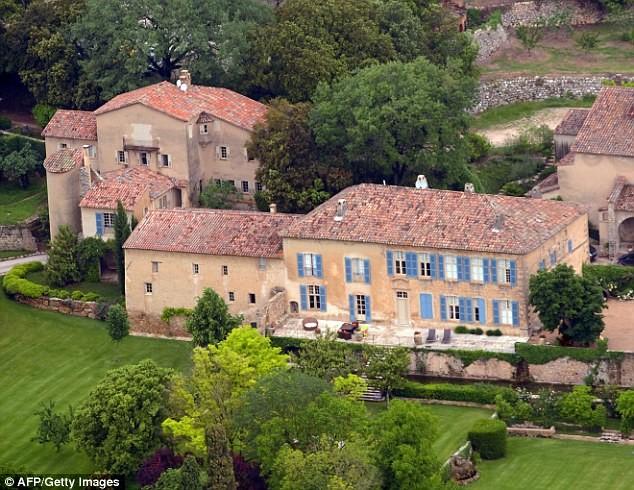 Một trong những dinh thự thuộc sở hữu hai vợ chồng. Ảnh: Getty Images.