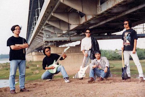 Trần Lập và Bức Tường đã dệt lên một khung trời mơ mộng cho bao thế hệ sinh viên Việt Nam với Bông hồng thủy tinh, Cây bàng, Tâm hồn của đá...