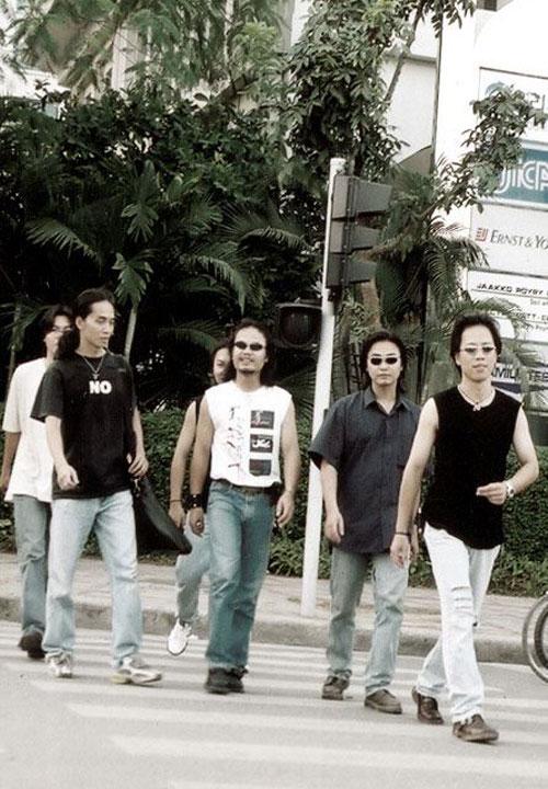 Thời điểm những năm 2000s, ban nhạc Bức Tường được đánh giá là ban nhạc đỉnh cao với những bản tình ca Rock mạnh mẽ nhưng vẫn lãng mạn.