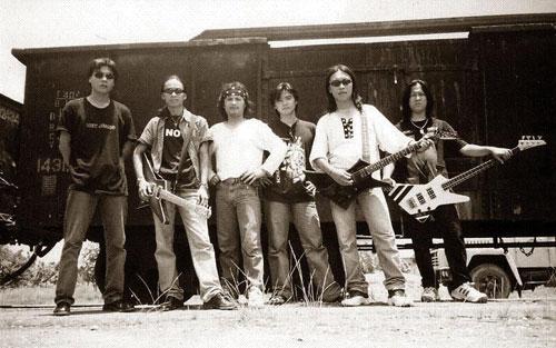 Những thành viên ngày ấy luôn cháy hết mình với niềm đam mê bất tận là Rock.