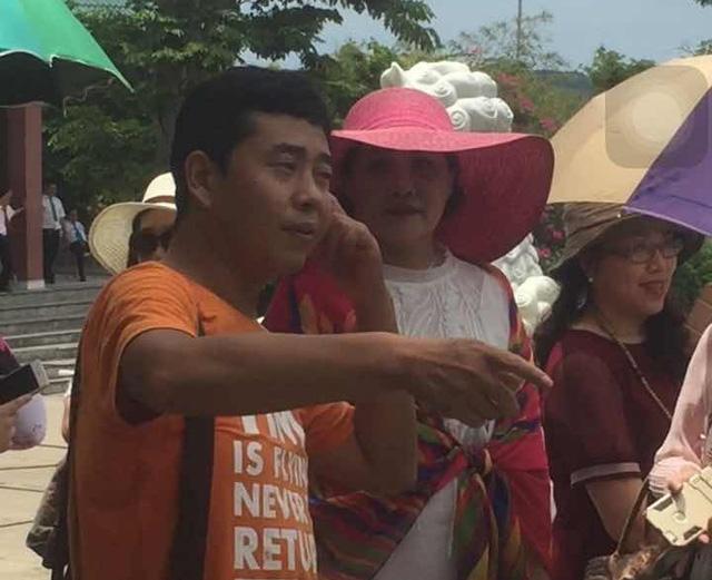 """Nhiều cử tri Đà Nẵng bức xúc trước việc các HDV """"chui"""" người Trung Quốc xuyên tạc lịch sử, văn hóa Việt Nam. Ảnh: T.G"""