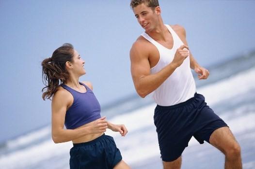 Ăn uống điều độ, tham gia thể thao... là các biện pháp giúp kiểm soát huyết áp. Ảnh minh họa