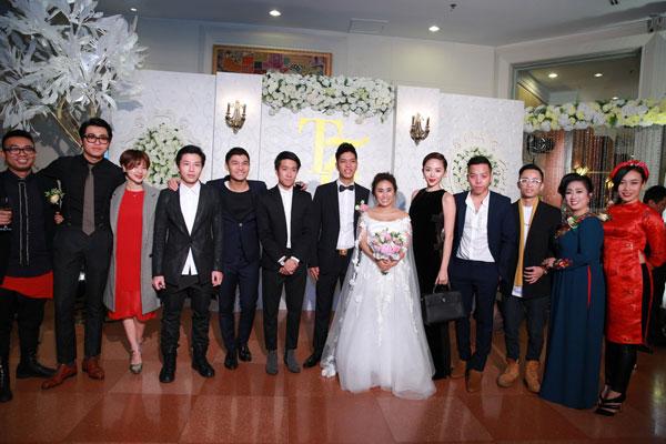 Hoàng Touliver khá thân thiết với Shu, anh cũng từng dẫn Shu và em gái Nhật Anh đi thi Nhí Tài năng. Cường Seven cũng bay từ Sài Gòn ra chúc mừng đàn chị và còn hát tặng cô hai ca khúc You and I và Beautiful girl.