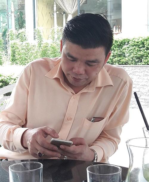 Siêu lừa Vũ Ngọc Thuyển từng bị TAND tỉnh Bắc Giang tuyên phạt 4 năm tù. Tuy nhiên, ông trùm này được tại ngoại và trở thành PCT HĐQT Công ty CP Liên minh tiêu dùng. Ảnh: QĐND