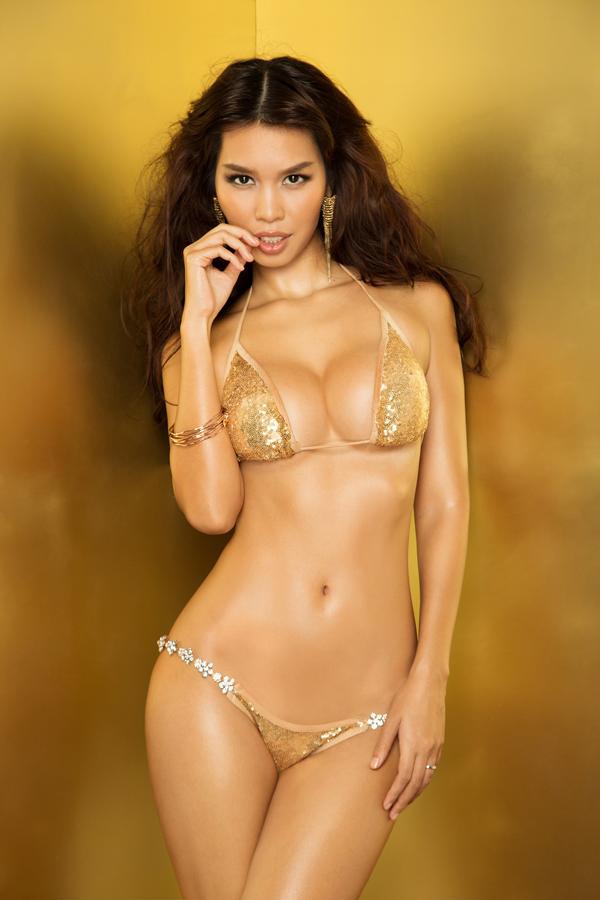 Hà Anh được biết đến là siêu mẫu có thân hình đồng hồ cát đẹp nhất làng giải trí.