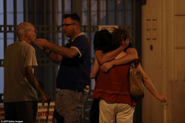 Người dân thành phố Nice vô cùng hoảng sợ và đau đớn trước sự ra đi của người thân.