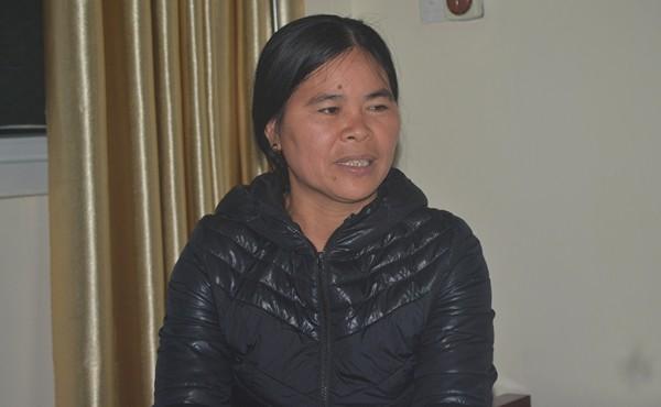 Bà Nguyễn Thị Sang (46 tuổi), mẹ bệnh nhân Vân cho biết: Lúc thấy bác sĩ bảo mổ ở nhà tôi, bà nội, em gái và các cô khóc như mưa. Tôi sợ cháu nó bị làm sao, lúc đó tôi không biết gì nữa, bác sĩ bảo gì thì làm thế.