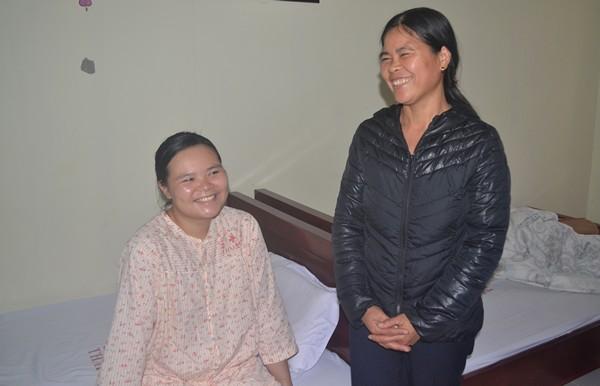 Nụ cười hạnh phúc của mẹ con sản phụ được mổ cứu sống tại nhà Lương Thị Vân